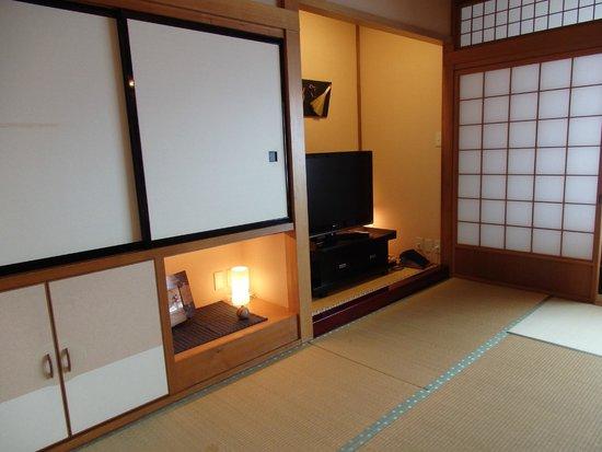 Oyado Koto no Yume : The rooms are authentic, with Tatami mats and paper sliding doors / walls