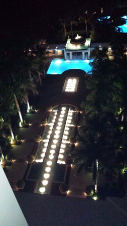 Hyatt Regency Coconut Point Resort and Spa: Pool view from balcony at night