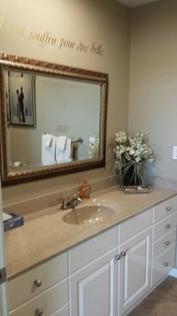 Riverwalk Place Resort & Spa: Master Bathroom