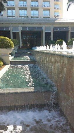 Hyatt Regency Coconut Point Resort & Spa: Fountains in the courtyard