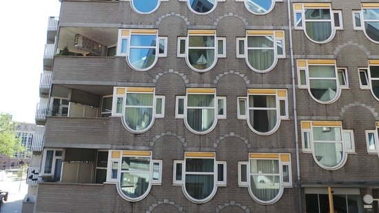 Kijk-Kubus (Show-Cube): дом напротив