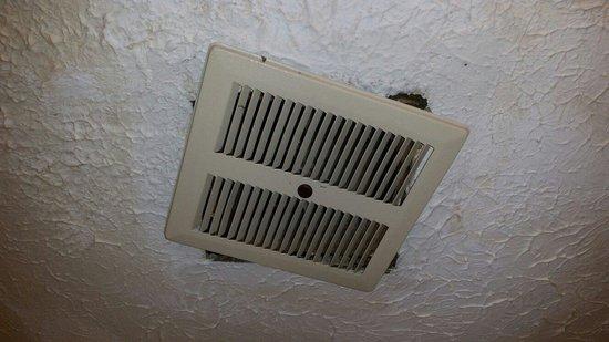 Days Inn Frankfort : Bathroom vent