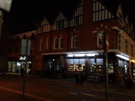 Ruskin Hotel : Hotel at night