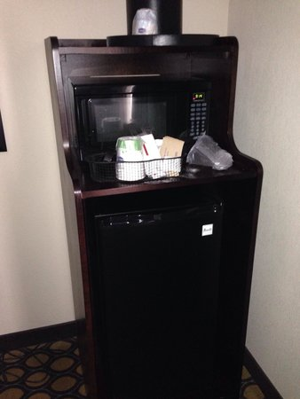 Hampton Inn North Brunswick/New Brunswick: Very accommodating - refrigerator, microwave, & coffee maker.