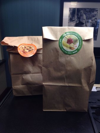 Hampton Inn North Brunswick/New Brunswick: Loved this - breakfast on the go!