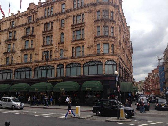 Rydges Kensington London : Fine shopping at Harrods