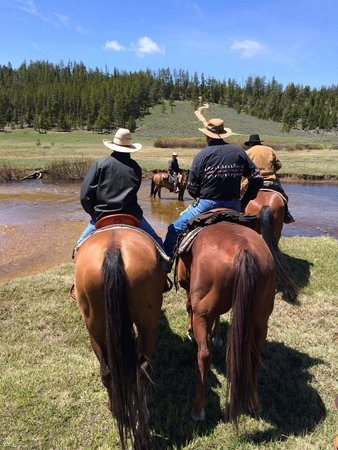 The Hideout Lodge & Guest Ranch : Mountain ride
