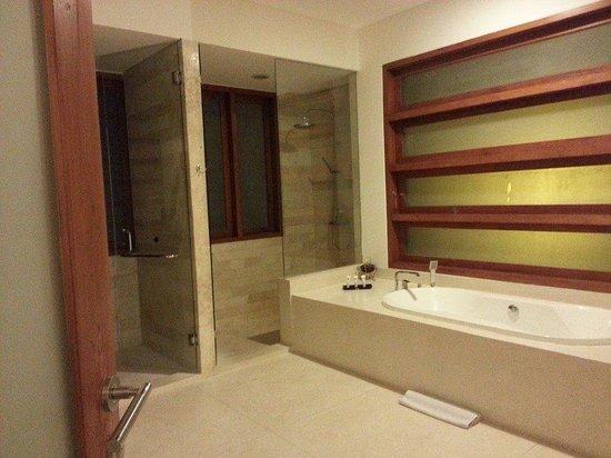 Papillon Garden Villas by Premier Hospitality Asia: Bathroom