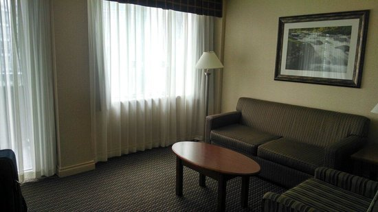 Best Western Plus Chateau Granville: Living room area