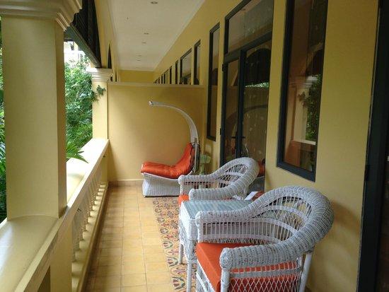 Pavillon d'Orient Boutique-Hotel : Patio outside room