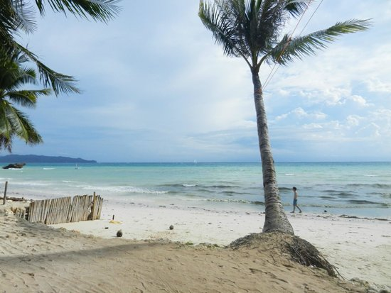 Microtel Inn & Suites by Wyndham Boracay : beach area