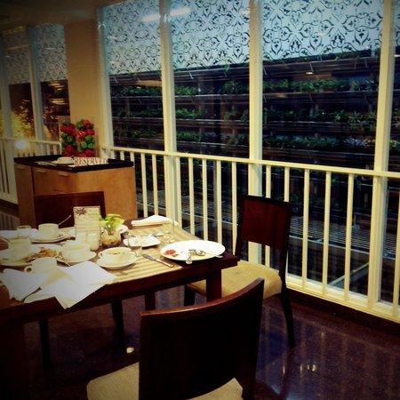 Anggrek Shopping Hotel: well design of restaurant...