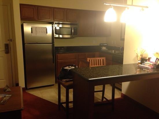 Residence Inn Abilene: nice well equipped kitchen