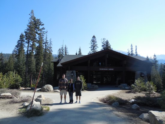 Wuksachi Lodge: Registration,gift shop, lobby, and restaurant building