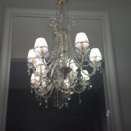 Athens Diamond Homtel: Sparkling chandelier