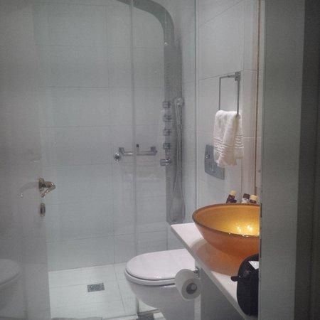 Athens Diamond Homtel: Fantastic bathroom