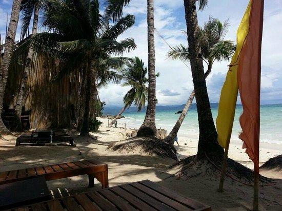 Microtel Inn & Suites by Wyndham Boracay: beach area