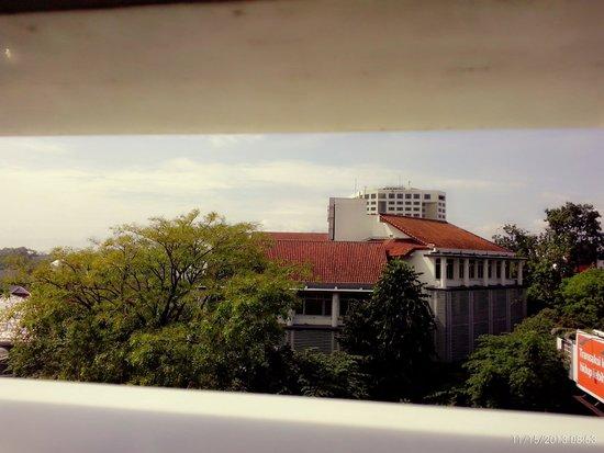 Anggrek Shopping Hotel: Balcon view...