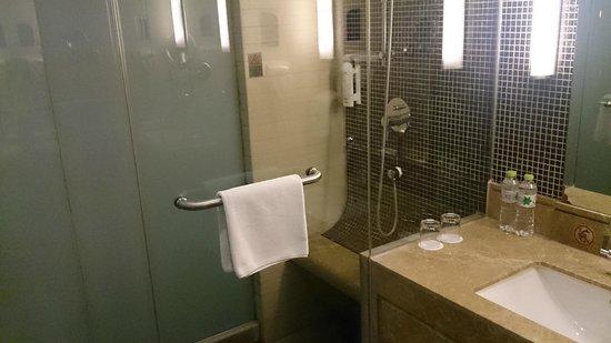 Holiday Inn Express Beijing Huacai: shower room