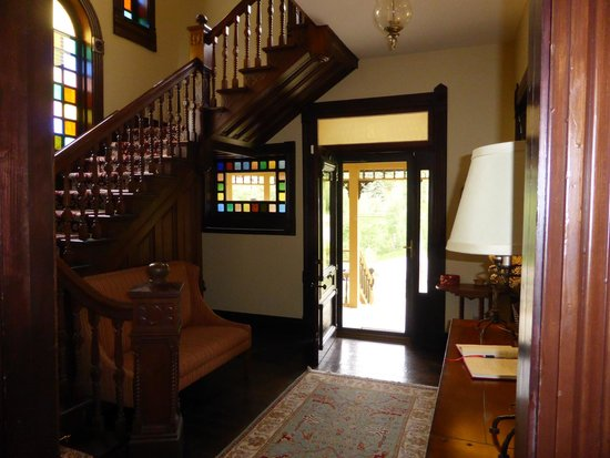 The Victorian: Foyer