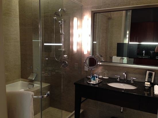 Trump International Hotel & Tower Chicago: Awesome bathroom