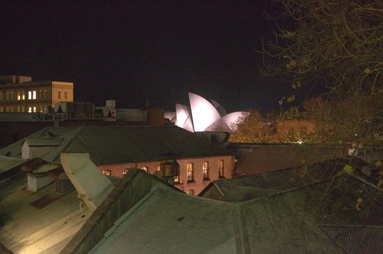 Sydney Harbour Bed and Breakfast: View of the opera house