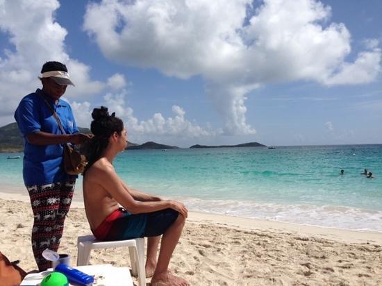 Orient Bay Beach : getting hair braided