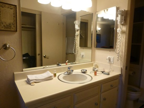 Sierra Park Villas: bathroom 1 of 3