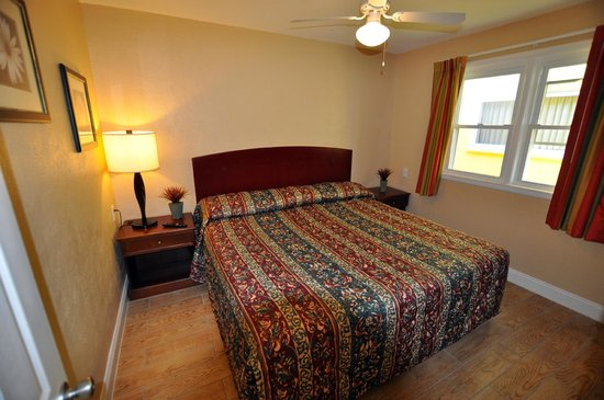 Type E Room bedroom @ Nantucket Inn & Suites in Wildwood, NJ