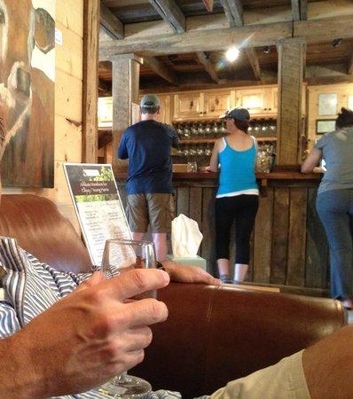 Cartecay Vineyards: inside2