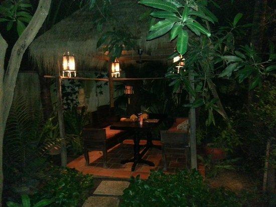 Kanell : Table restaurant jardin
