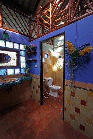 Shanti Lodge - Phuket: public bathrooms