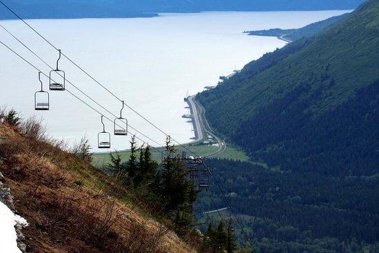 Hotel Alyeska: ski lift