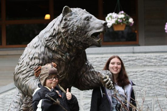 Hotel Alyeska : watch out for bears