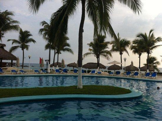 Hotel Suites Villasol: Alberca del club de playa
