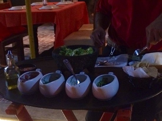 Mango Deck Restaurant & Beach Club: Homemade guacamole !