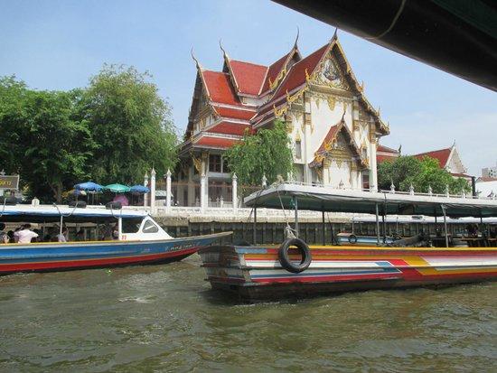 Chao Phraya River: kuil dekat wat arun
