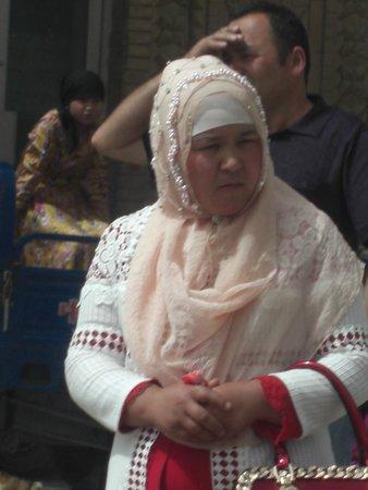 Kashgar Bazaar: senora uygur