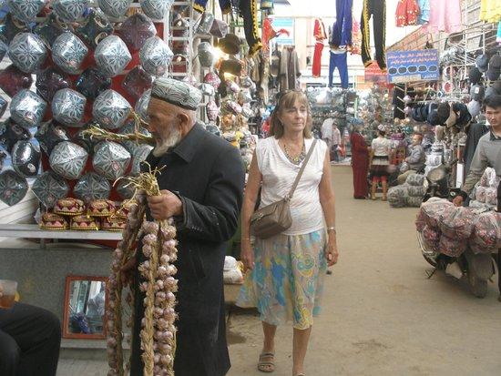 Kashgar Bazaar: vendedor de ajos