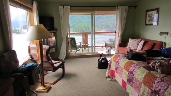 West Coast Wilderness Lodge : Great room