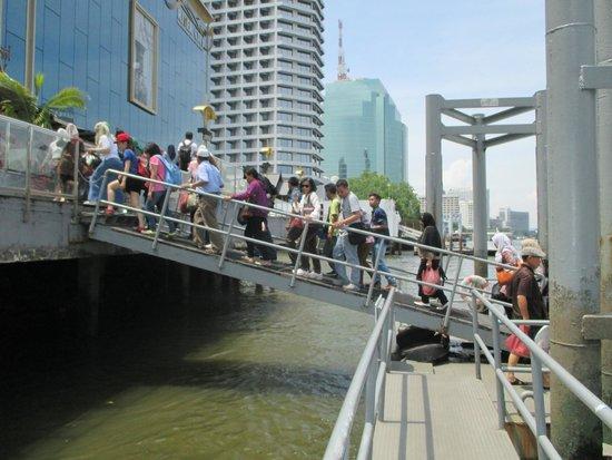Chao Phraya River: mendarat di riverside