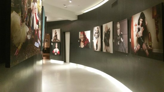 Cachet Boutique: The hallways with their art galleries are awesome
