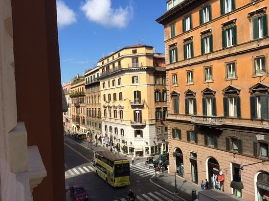 Hotel Artemide: View of Via Nazionale from our 3rd floor room