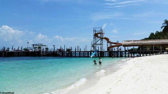 Rawa Island Resort: jetty and slides