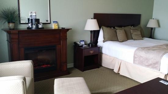 BEST WESTERN PLUS Bayshore Inn: King room on ocean side of Garden section.