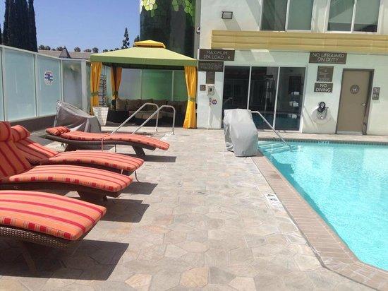 Hotel Indigo Anaheim: Pool Area