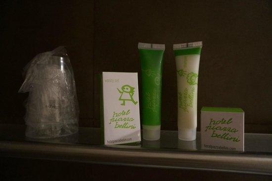 Hotel Piazza Bellini : Туалетные принадлежности