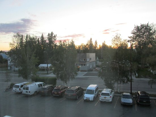 Regency Fairbanks Hotel: Sunset & Sunrise