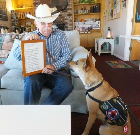 Seabird Lodge - a Signature Inn: Sergeant vouches for his humans!