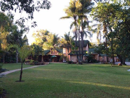 Casa Kadiki Bed & Breakfast: Garden infront of main house